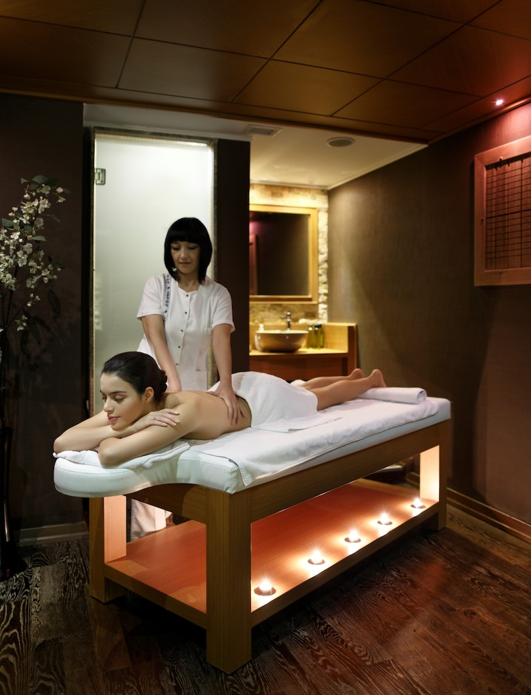 Massage, Darkhill Hotel