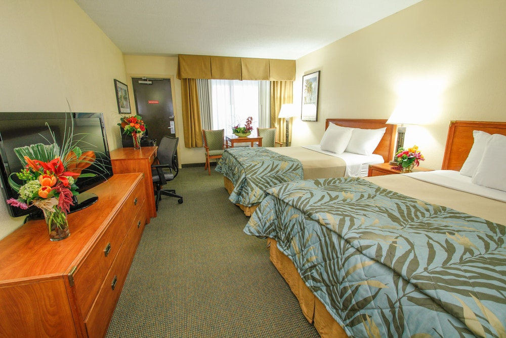 Book edgewater hotel waterpark duluth hotel deals for Duluth mn resorts e cabine