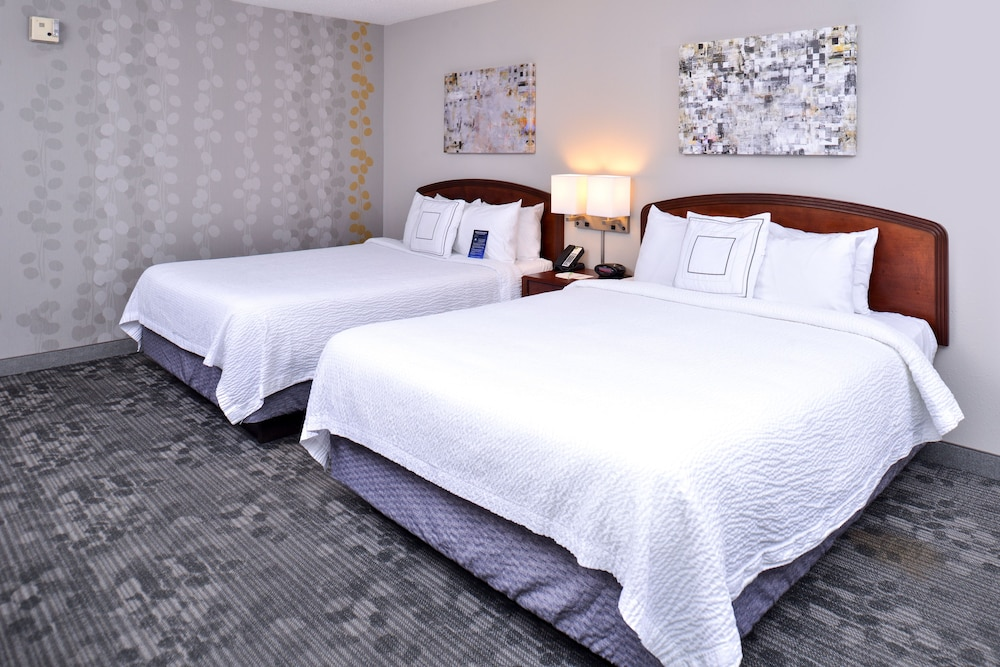 Room, Courtyard by Marriott Decatur