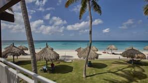Ubicación a pie de playa, masajes en la playa, buceo con tubo y windsurf