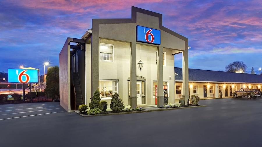 Motel 6 Washington, PA