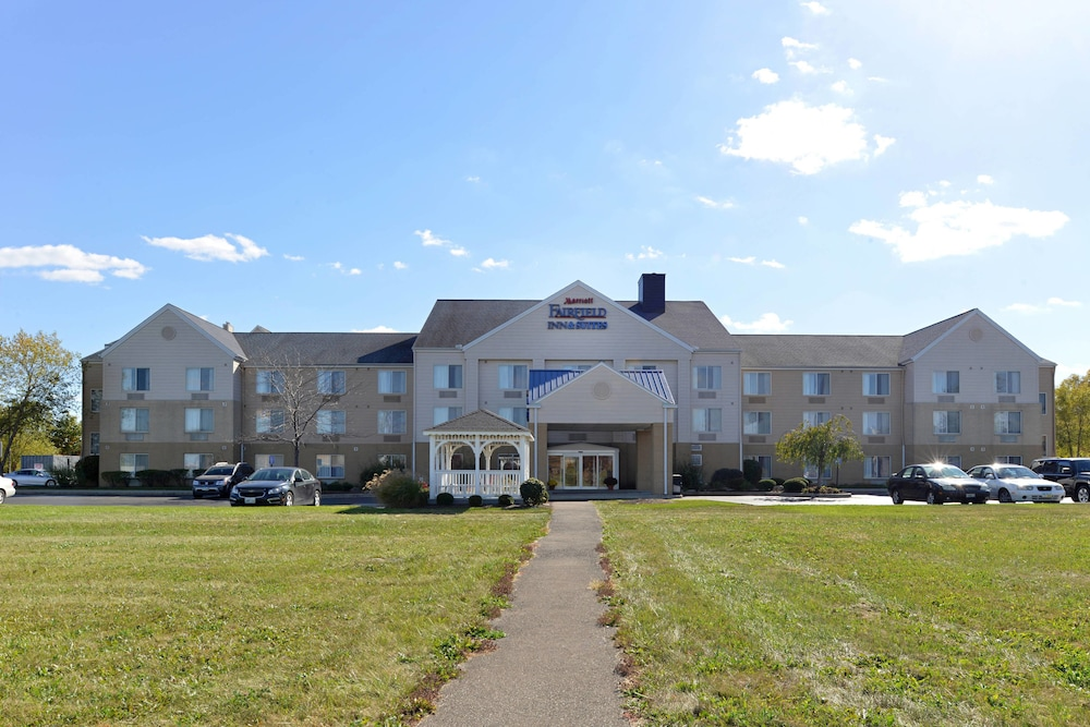 Fairfield Inn And Suites By Marriott Troy Ohio In Sidney Hotel Rates Reviews On Orbitz