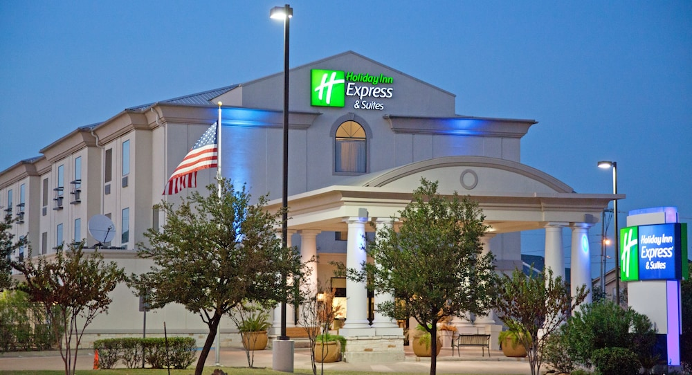 Front of Property - Evening/Night, Holiday Inn Express Hotel & Suites College Station, an IHG Hotel