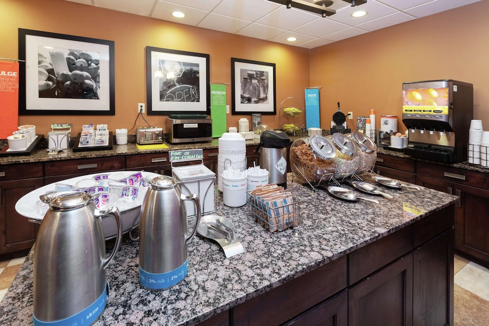 Breakfast buffet, Hampton Inn & Suites Austin-Airport
