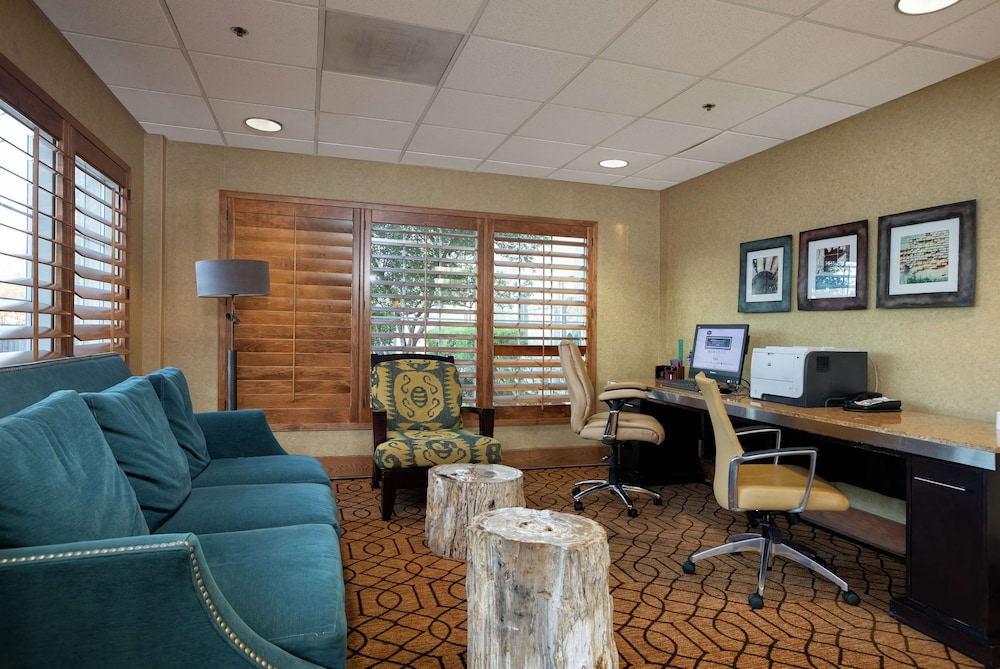 Business Center, Hampton Inn & Suites Austin-Airport