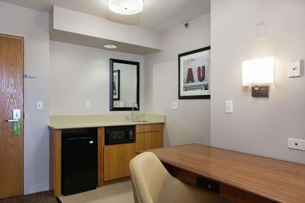 Private Kitchen, Hampton Inn & Suites Austin-Airport