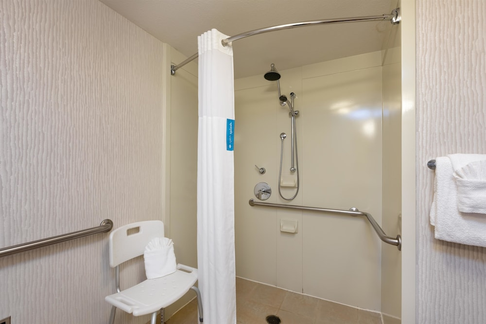 Bathroom, Hampton Inn & Suites Austin-Airport