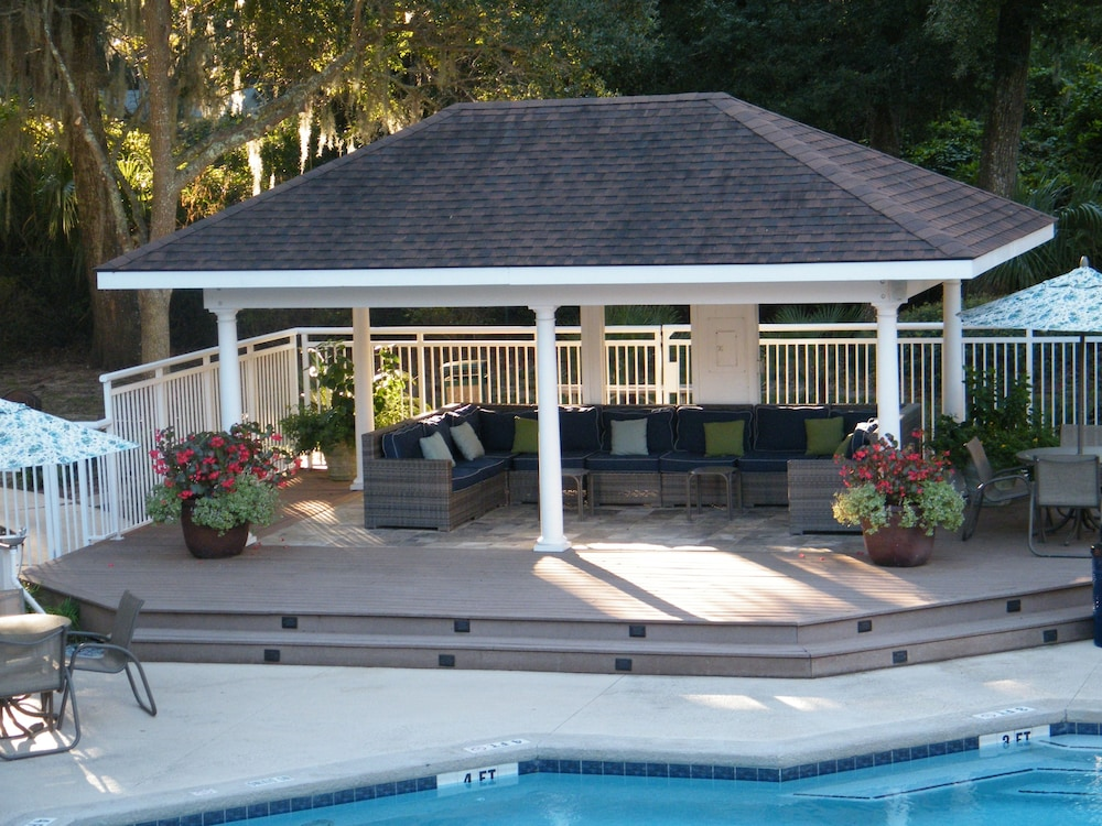 Gazebo, Palmera Inn and Suites