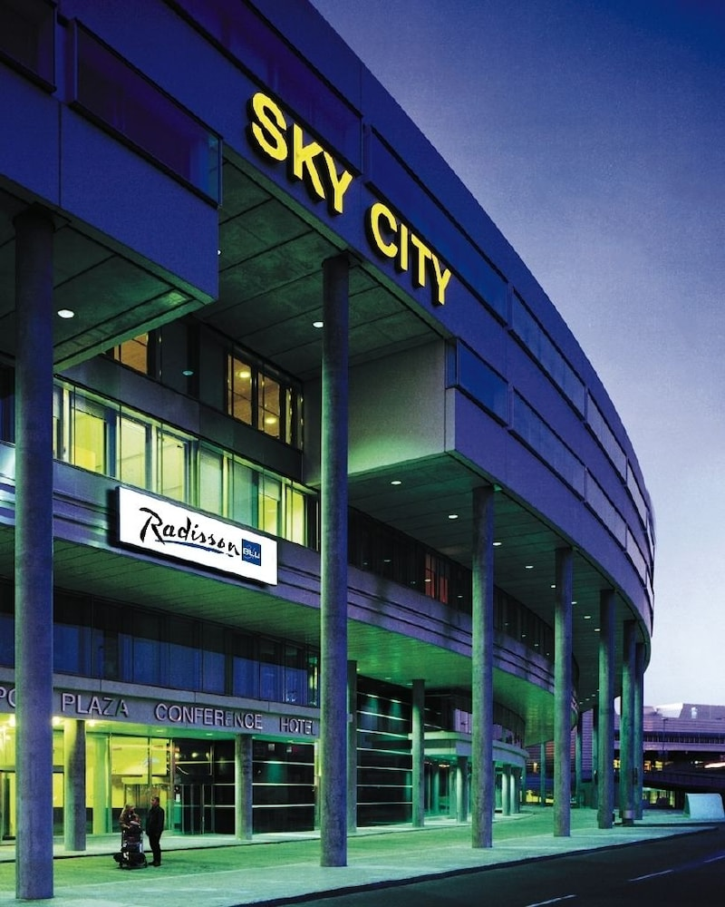 Radisson blu skycity hotel in arlanda hotel rates for Hotels near arlanda airport
