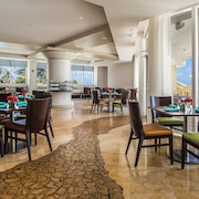 DoubleTree by Hilton Ocean Point Resort & Spa - North Miami