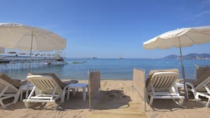 Playa privada cerca, tumbonas, sombrillas y toallas de playa