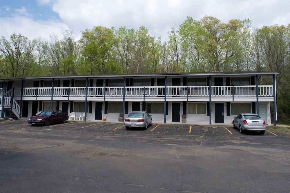 the dalles house motel in st croix falls cheap hotel. Black Bedroom Furniture Sets. Home Design Ideas