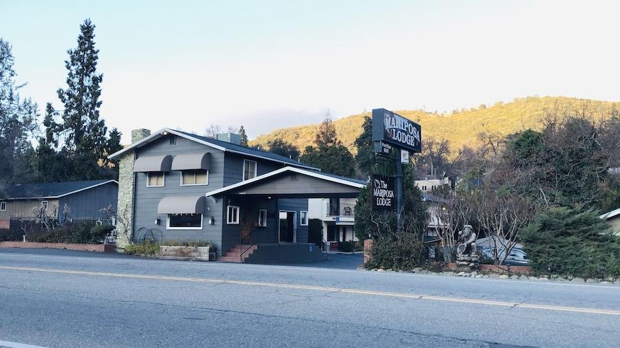 Mariposa Lodge