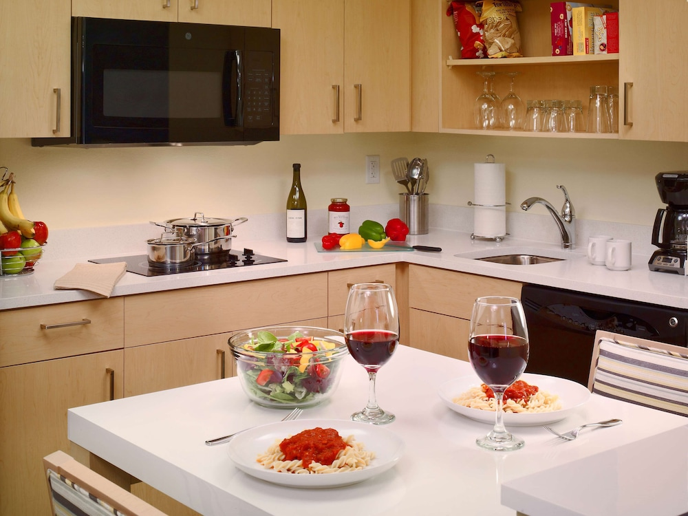 Private Kitchen, Sonesta ES Suites Andover Boston