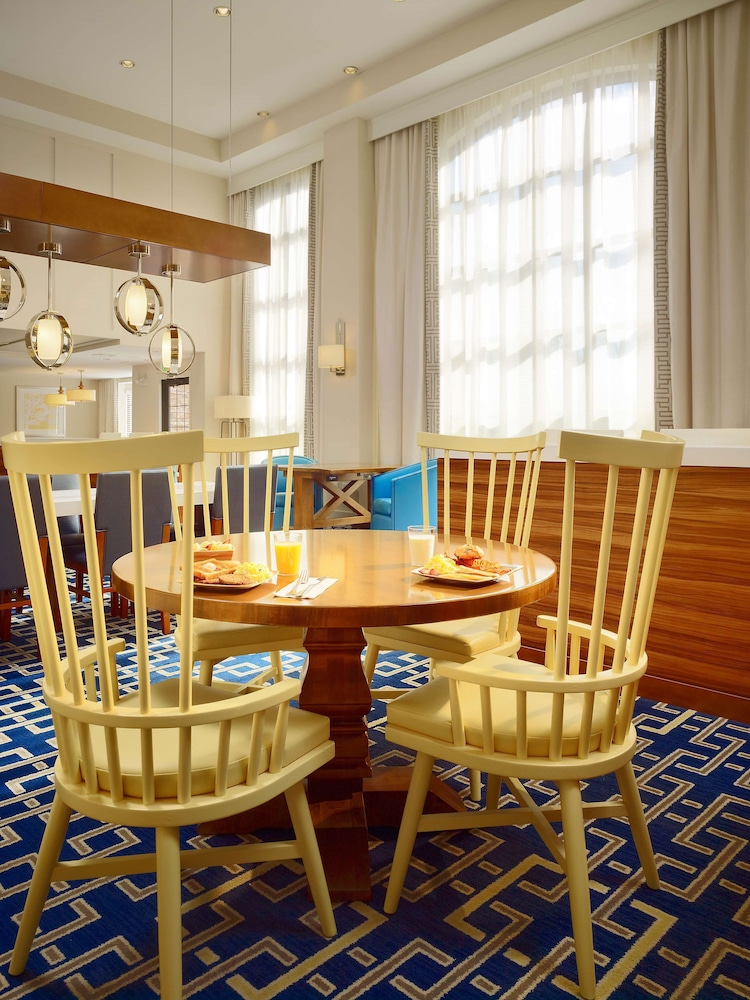 Breakfast Area, Sonesta ES Suites Andover Boston