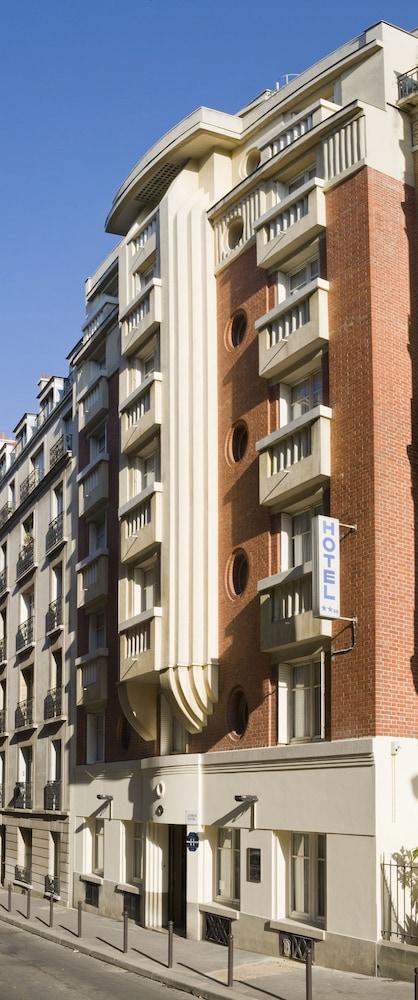 Book lutece hotel paris hotel deals for Booking paris hotel