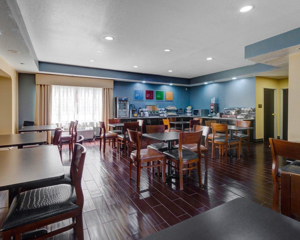 Breakfast Area, Comfort Suites Lake Ray Hubbard