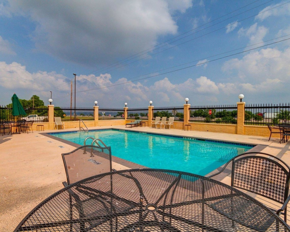 Pool, Comfort Suites Lake Ray Hubbard