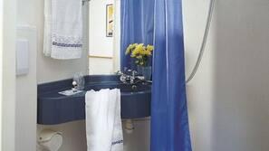 Ducha y artículos de higiene personal gratuitos