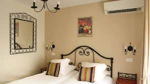 Egyptian cotton sheets, in-room safe, desk, free WiFi