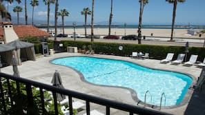 2 outdoor pools, free cabanas