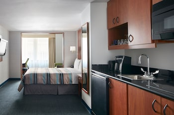 One Room Suite with Kitchenette - Guestroom