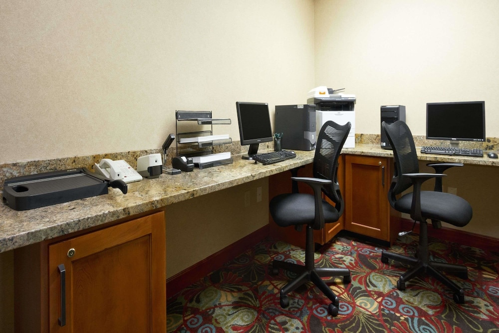 Business Center, Wingate by Wyndham - Greensboro