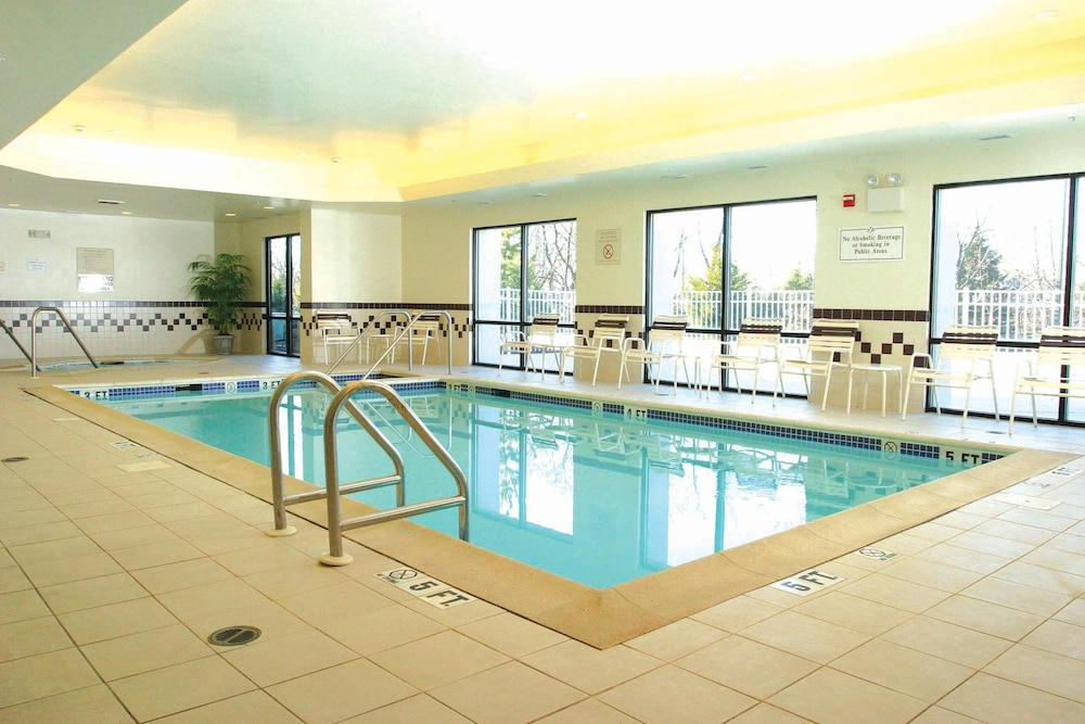 Pool, SpringHill Suites by Marriott Hershey Near the Park