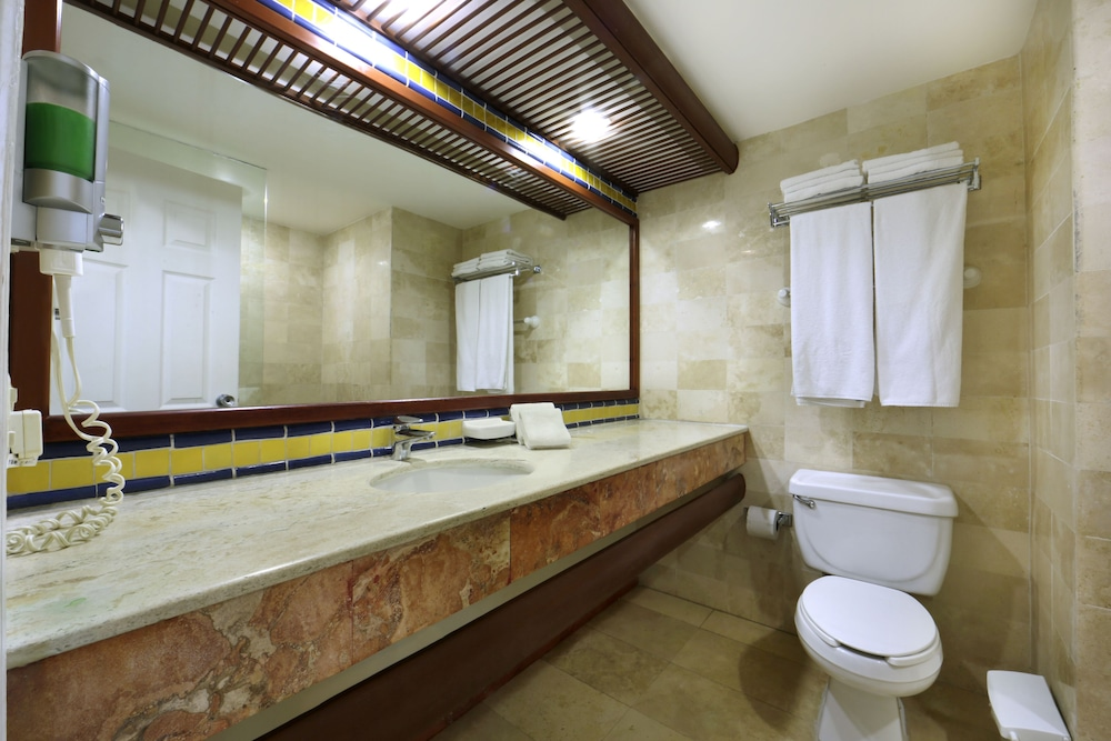 Bathroom, Viva Wyndham Azteca Resort - All Inclusive
