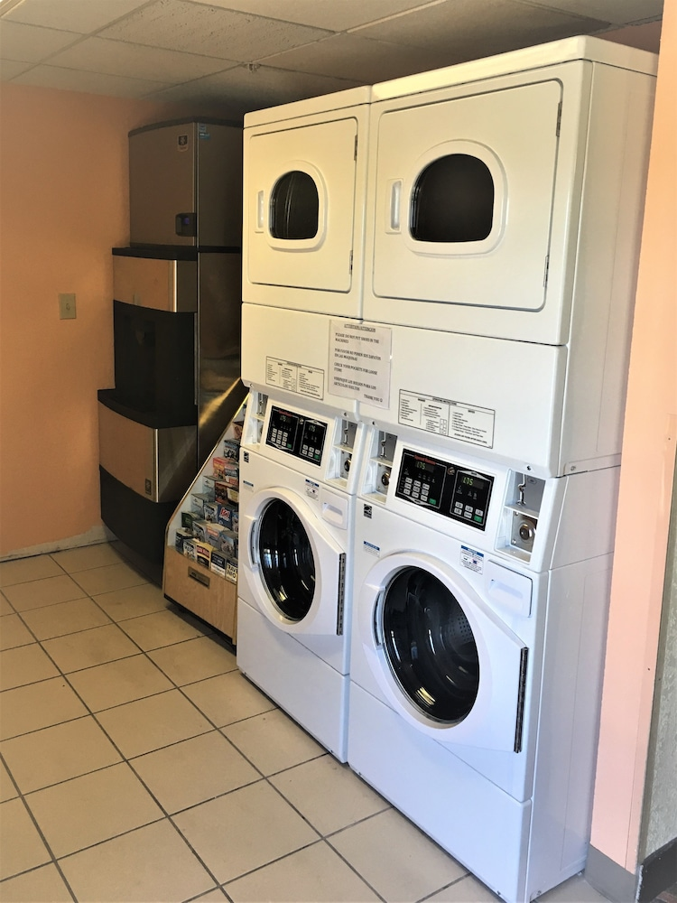 Laundry Room, Baymont by Wyndham Lakeland