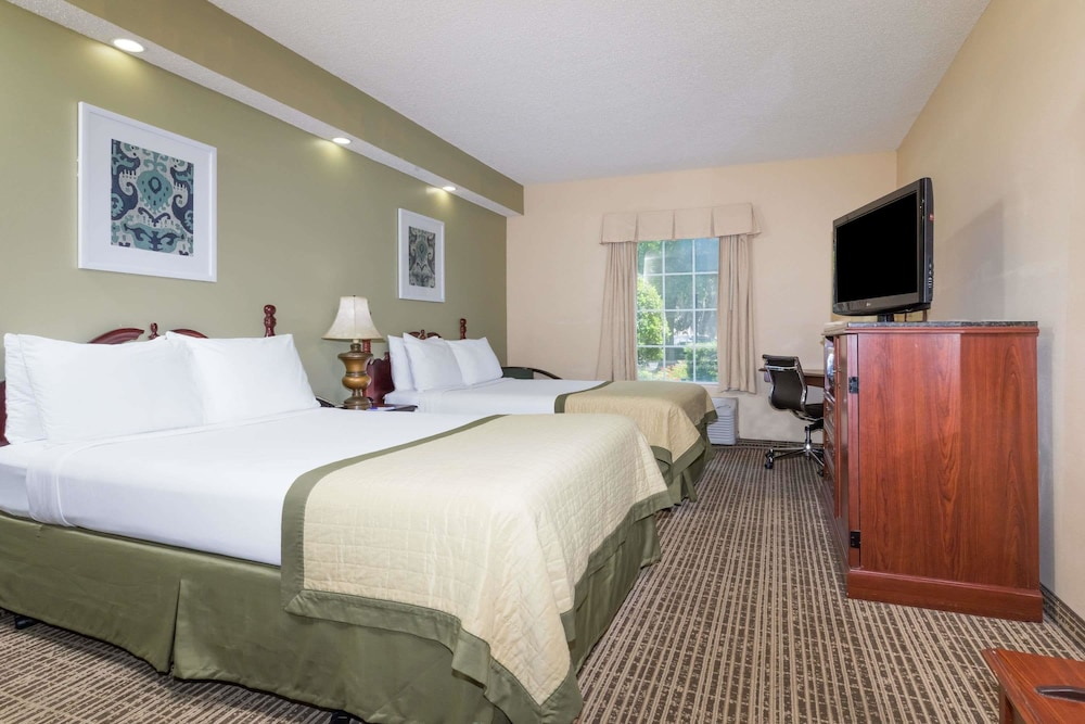 Room, Baymont by Wyndham Lakeland