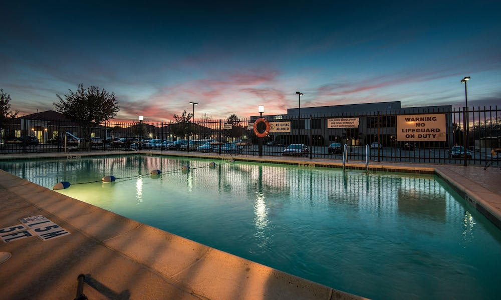 Pool, Holiday Inn Express Dallas-North Tollway (N Plano), an IHG Hotel