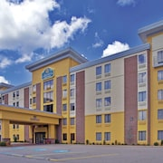 La Quinta Inn & Suites by Wyndham Elkview - Charleston NE