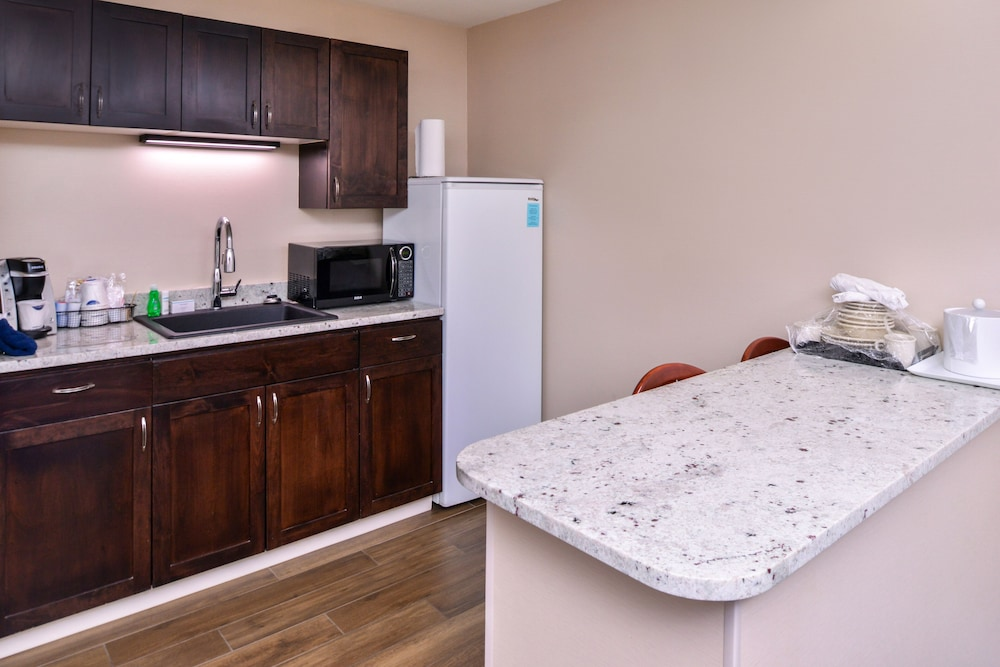 Private Kitchenette, Hampton Inn Eugene