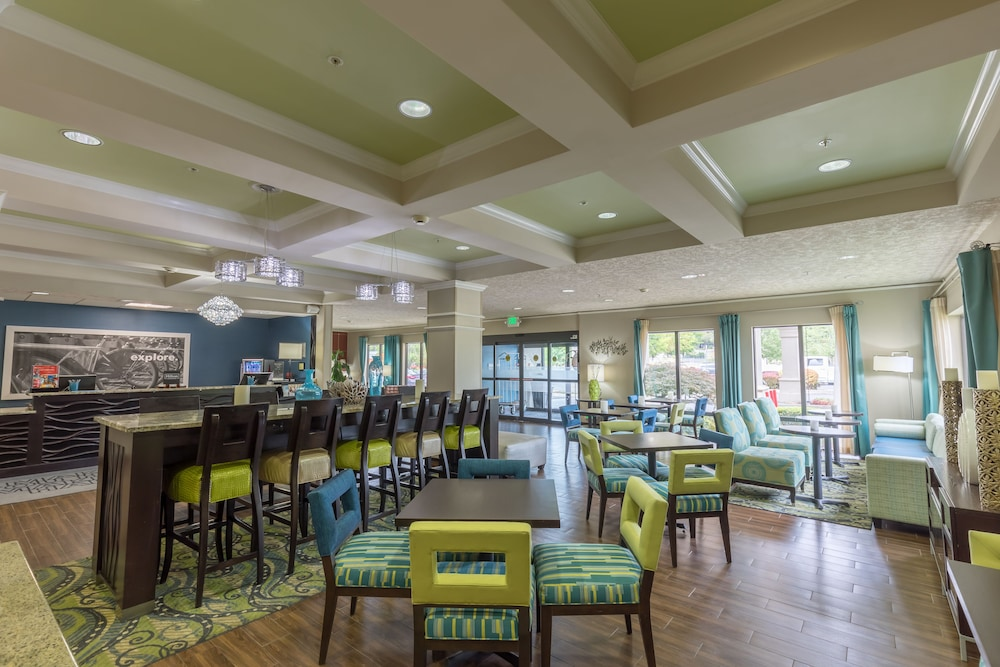 Lobby Sitting Area, Hampton Inn Eugene