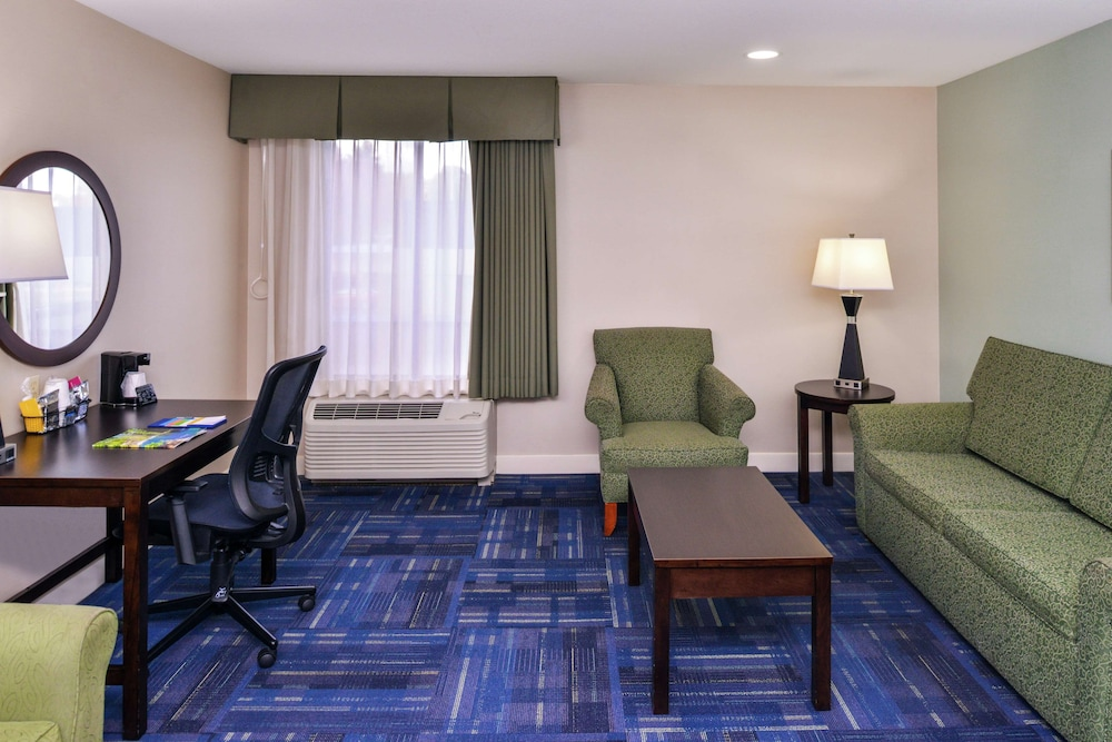 Living Area, Hampton Inn Eugene