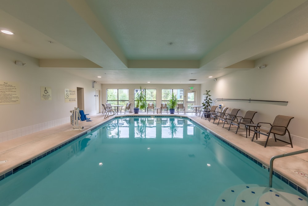 Indoor/Outdoor Pool, Hampton Inn Eugene