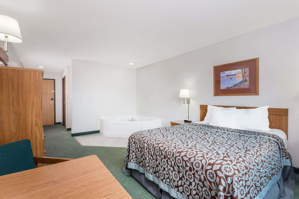 Room, Days Inn by Wyndham Manchester