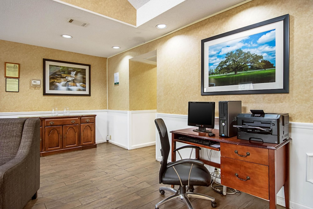 Business Center, Quality Inn Thomaston