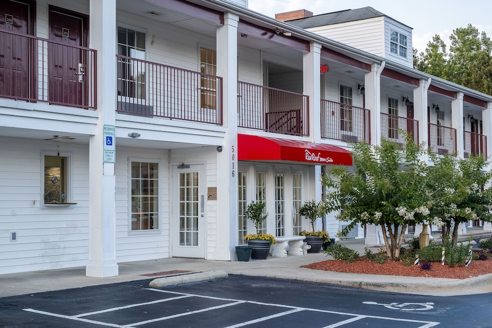 Exterior, Red Roof Inn & Suites Wilson