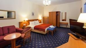 防敏寢具、書桌、免費 Wi-Fi、床單