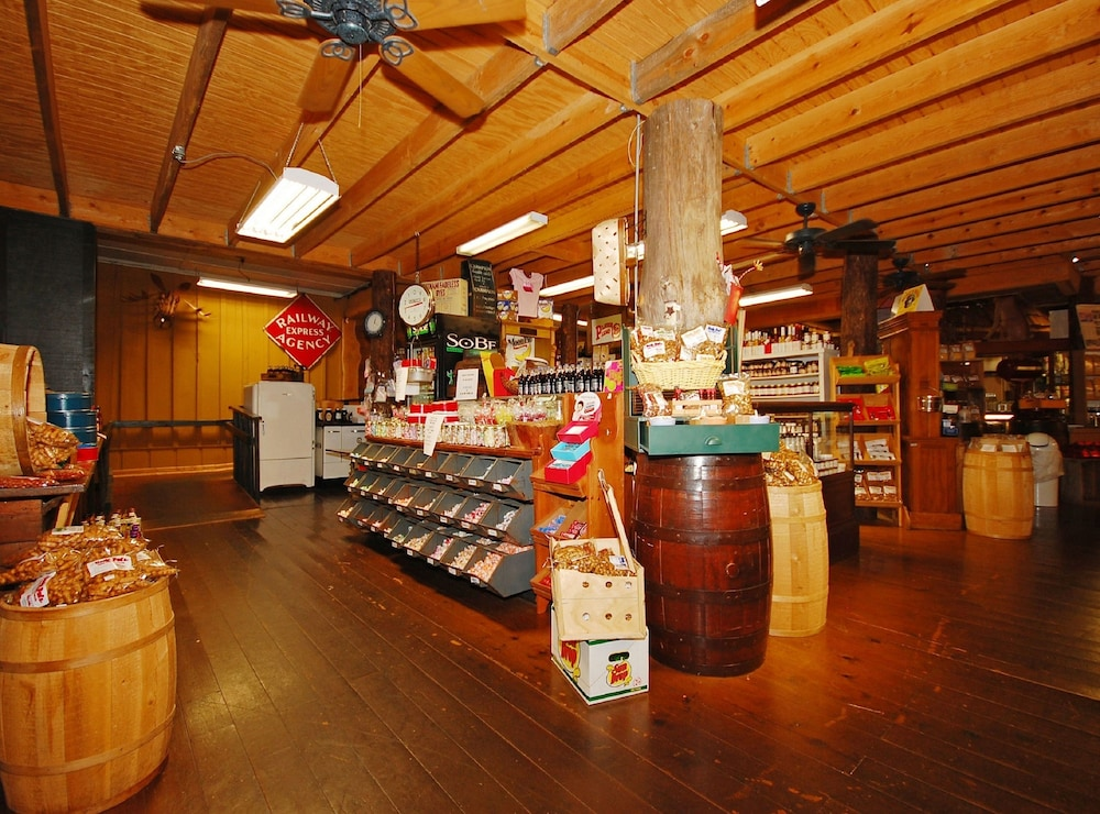 Gift Shop, The Smokehouse Lodge and Cabins