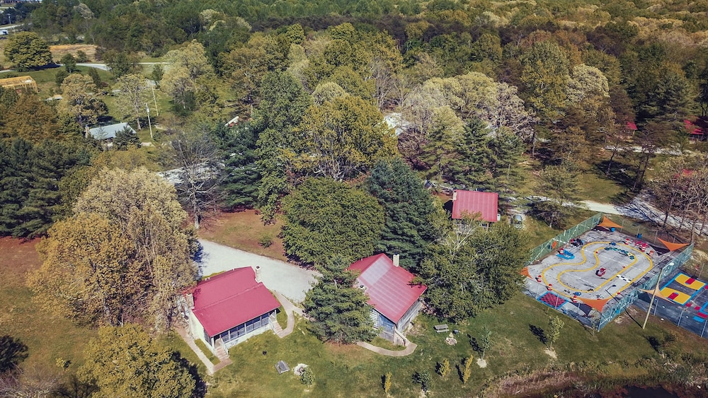 Aerial View, The Smokehouse Lodge and Cabins