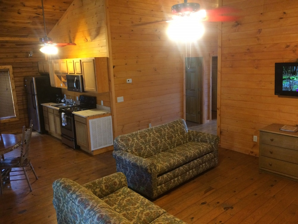 Living Area, The Smokehouse Lodge and Cabins