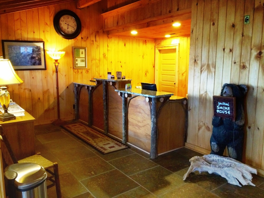 Interior Entrance, The Smokehouse Lodge and Cabins