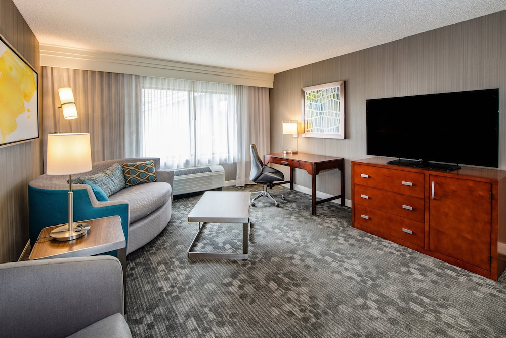 Room, Courtyard by Marriott Oakland Airport