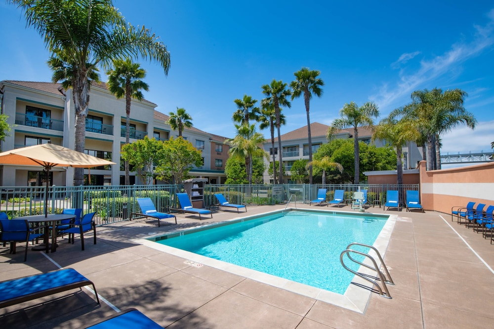 Outdoor Pool, Courtyard by Marriott Oakland Airport