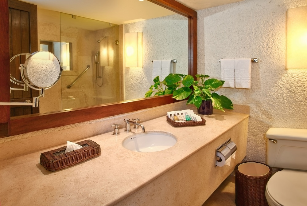Bathroom, Las Brisas Ixtapa
