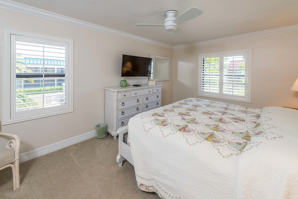 Sanibel Moorings Condo Resort  2019 Room Prices   Deals