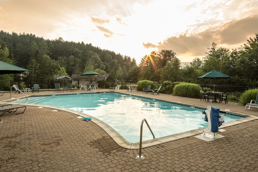 Outdoor Pool, Golden Eagle Resort, Ascend Hotel Collection